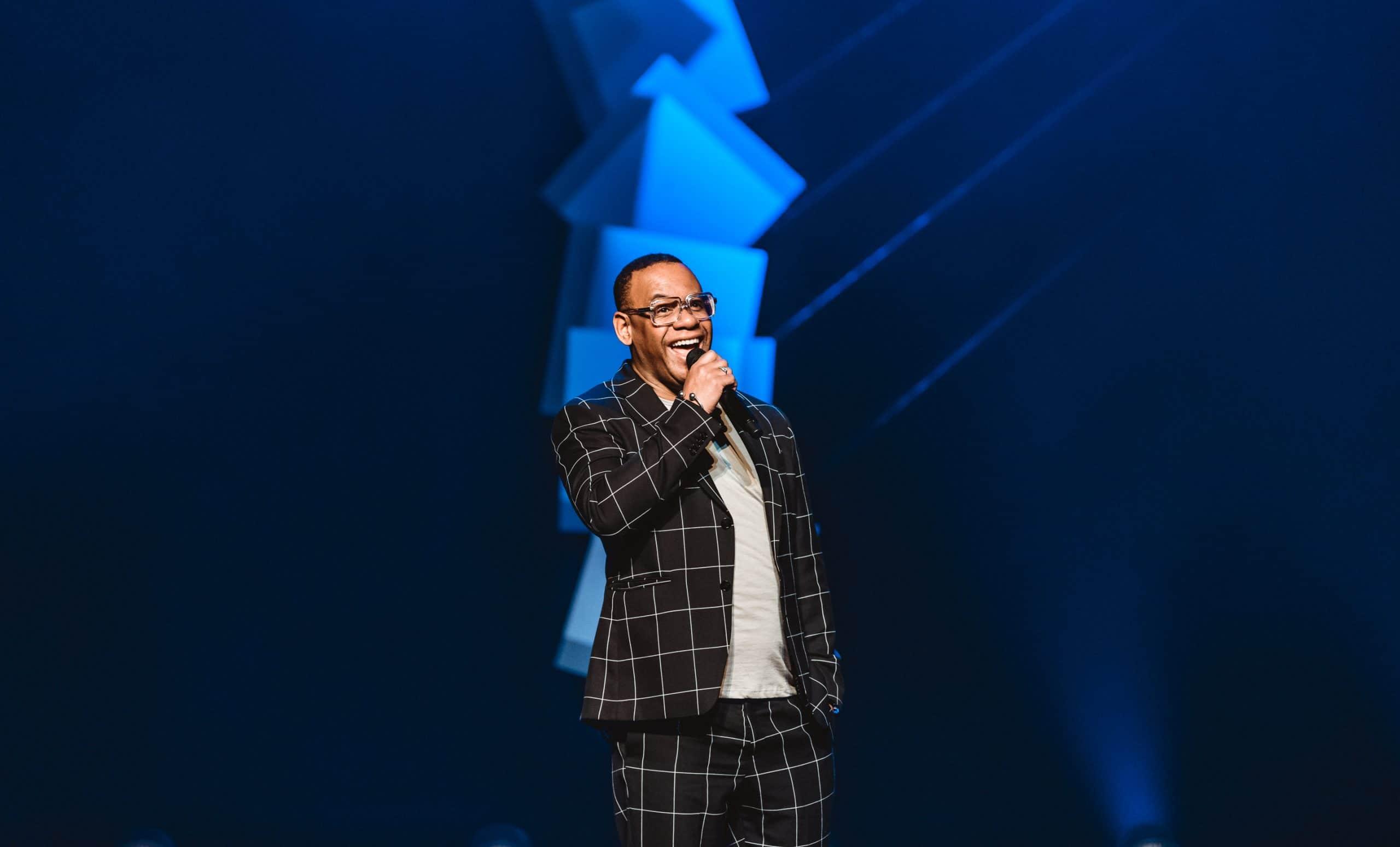 Howard komproe tijdens het groninger studenten cabaret festival