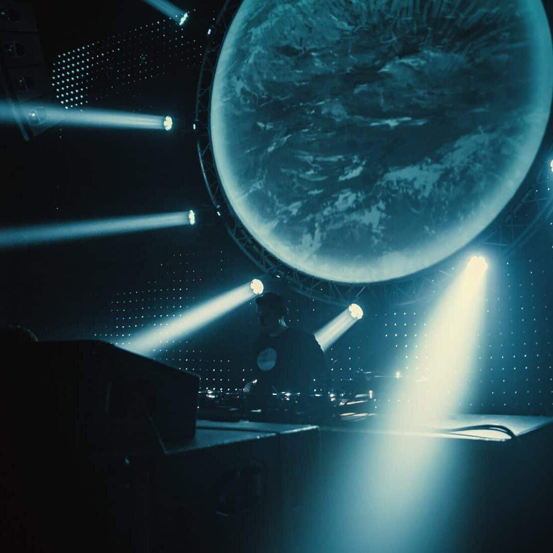 lichtshow tijdens paradigm nye