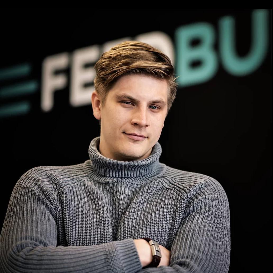 Portretfoto van eigenaar feedbuilders yannick Schurwanz