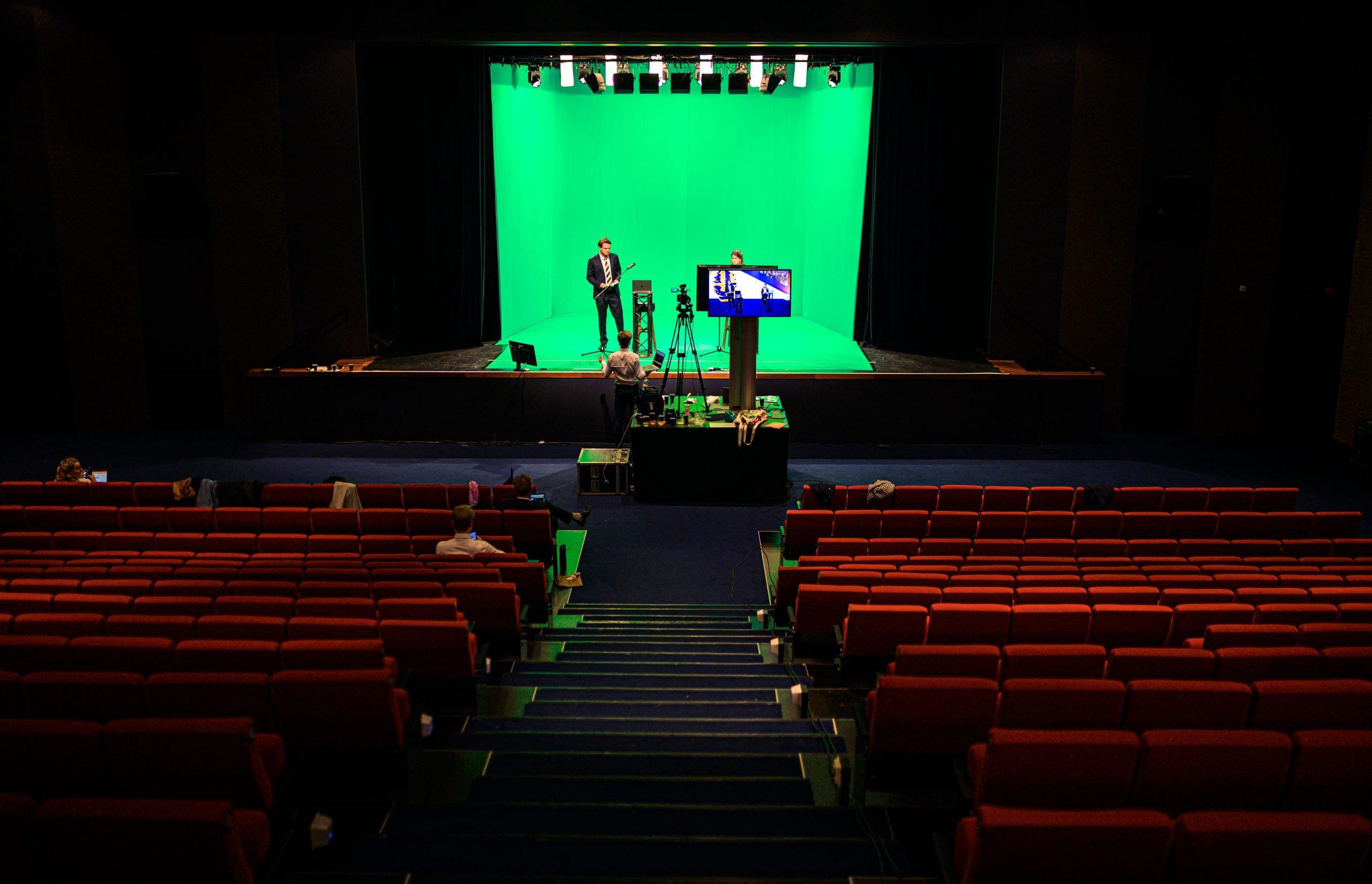 behind the scenes foto van live stream productie met greenscreen
