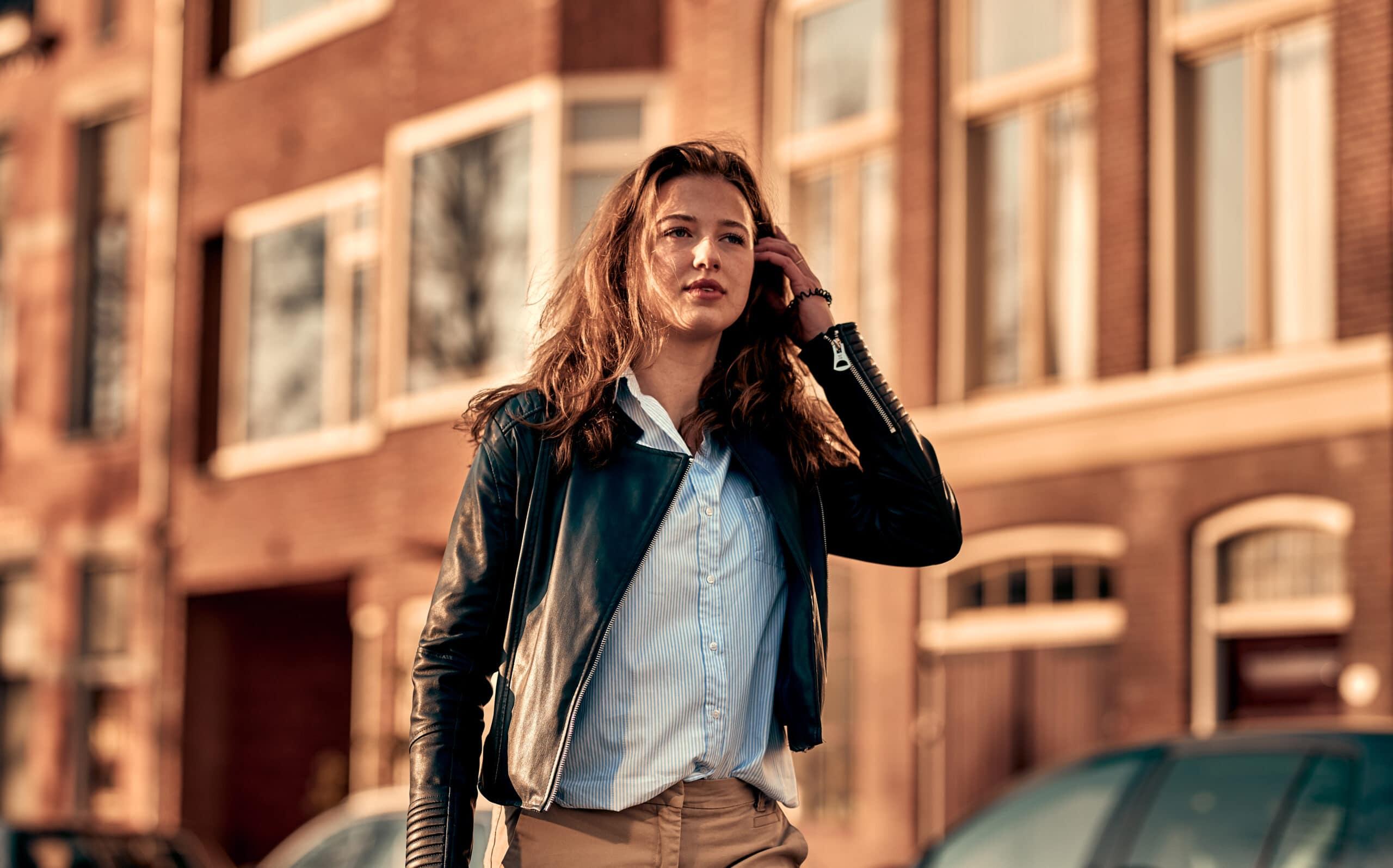 portretfoto van vrouw met veel scherptediepte